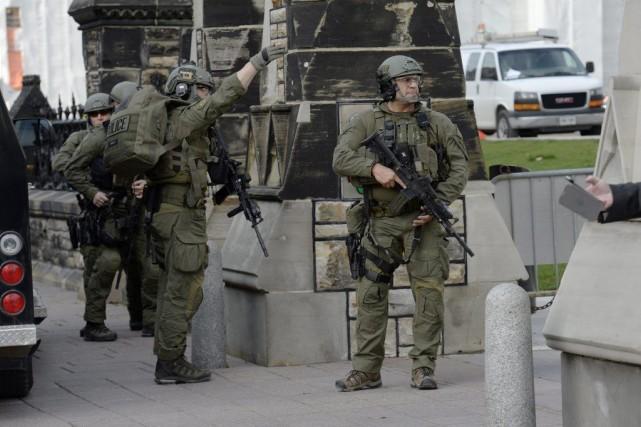 925679-agents-grc-lors-attentat-parlement